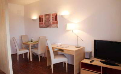 Foto CHECKVIENNA MARIA THERESIEN STR. (45€ f. cleaning)